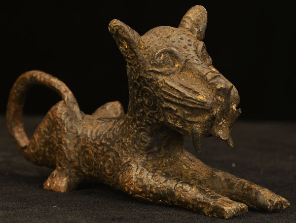 African Benin bronze leopard 23, Right Angle